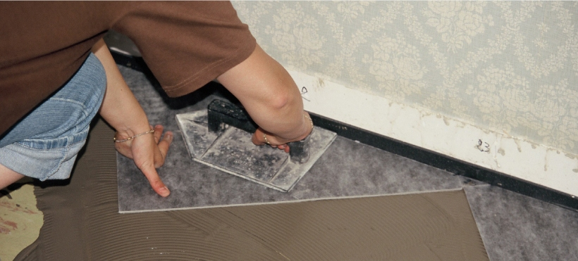 epaisseur colle carrelage simple souscouche parquet coll sika acouflex gs et sika layer rouleau. Black Bedroom Furniture Sets. Home Design Ideas