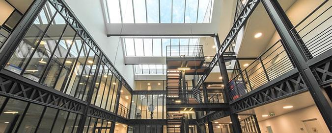 VELUX - Verrière modulaire discrète et performante - Lumière naturelle et confort au cour du bâtiment