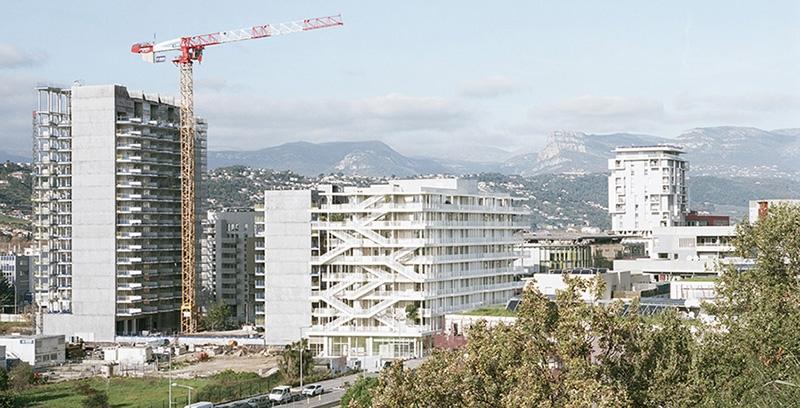 Le projet du mois - ANIS, les bureaux de demain à Nice - Pensé comme un nouveau standard de bureaux bioclimatiques, le bâtiment s'inscrit dans une démarche environnementale forte. Architectes : Nicolas Laisné et Dimitri Roussel