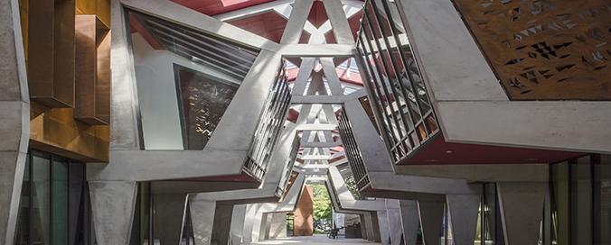 REYNAERS ALUMINIUM FRANCE - Halle de la Madeleine à Nantes - Défi d'une réhabilitation hors-norme