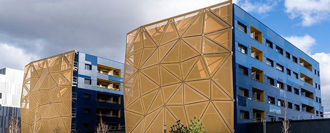 SERGE FERRARI - L'îlot Esplanade à Clermont-Ferrand s'habille en Serge Ferrari - Façade textile avec la membrane Frontside View 381