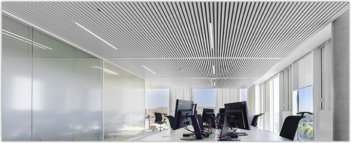 INTERALU - Le confort du Siège de Schindler à Vélizy assuré par le plafond SAPP - SAPP : chauffage, rafraîchissement, acoustique, éclairage et air neuf